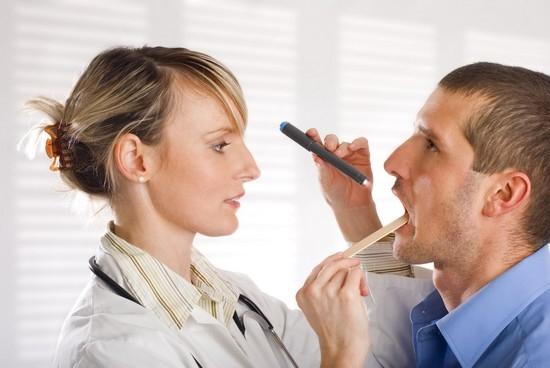 Болит небо во рту: причины и лечение